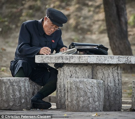 """""""Vén màn"""" cuộc sống của giới tinh hoa Triều Tiên (video) ảnh 14"""