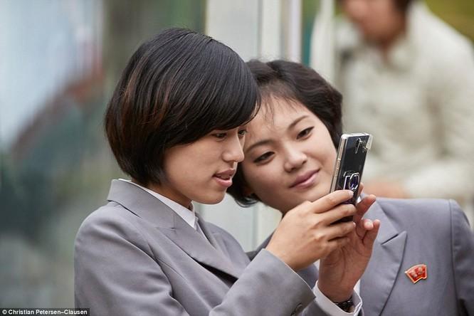 """""""Vén màn"""" cuộc sống của giới tinh hoa Triều Tiên (video) ảnh 4"""