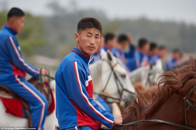 """""""Vén màn"""" cuộc sống của giới tinh hoa Triều Tiên (video) ảnh 3"""