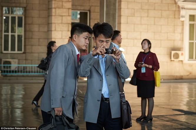 """""""Vén màn"""" cuộc sống của giới tinh hoa Triều Tiên (video) ảnh 7"""