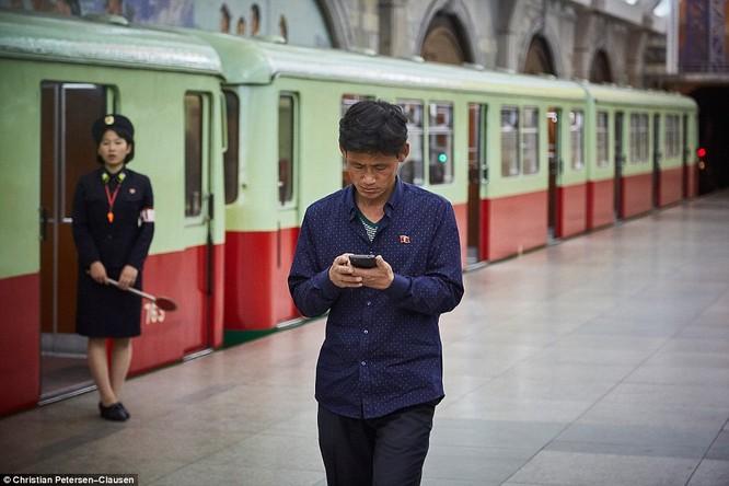 """""""Vén màn"""" cuộc sống của giới tinh hoa Triều Tiên (video) ảnh 5"""