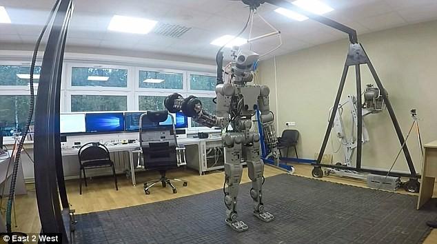Choáng với các Robot Nga chuẩn bị chinh phục mặt trăng ảnh 1