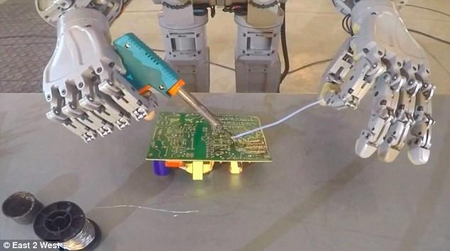 Choáng với các Robot Nga chuẩn bị chinh phục mặt trăng ảnh 3