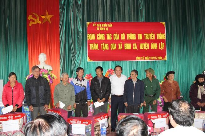 Bộ trưởng Trương Minh Tuấn thăm hỏi, động viên CBCS và nhân dân trên địa bàn huyện Đình Lập ảnh 6