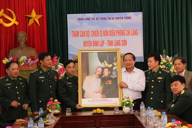 Bộ trưởng Trương Minh Tuấn thăm hỏi, động viên CBCS và nhân dân trên địa bàn huyện Đình Lập ảnh 2