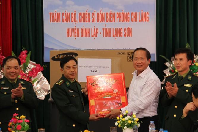 Bộ trưởng Trương Minh Tuấn thăm hỏi, động viên CBCS và nhân dân trên địa bàn huyện Đình Lập ảnh 3