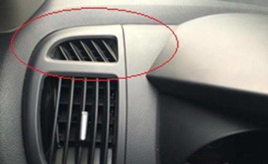Khe trên bảng táp-lô dưới cột A Nhiều người thường nghĩ chi tiết này là những khe gió của điều hòa. Nhưng thực chất nó được thiết kế để sấy kính. Gió thoát ra từ chi tiết này làm khô bên trong kính lái và bên phụ, giúp tài xế quan sát gương chiếu hậu bên ngoài. Ngoài ra đây cũng có thể là bộ phận thông hơi.