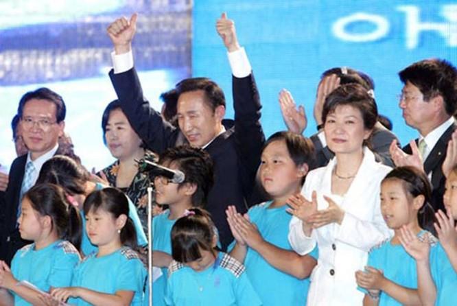 """21 bức ảnh """"biết nói"""" về nữ Tổng thống đầu tiên của Hàn Quốc ảnh 13"""