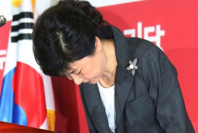 """21 bức ảnh """"biết nói"""" về nữ Tổng thống đầu tiên của Hàn Quốc ảnh 14"""