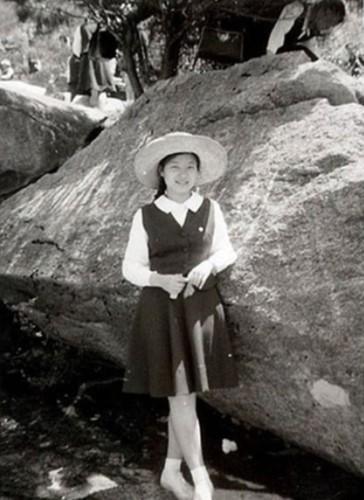 Bà là con gái đầu của ông Park Chung-hee, người sau này trở thành Tổng thống Hàn Quốc và bà Yuk Young Soo, tiểu thư một gia đình giàu có ở Okcheon, Bắc Chungcheong.