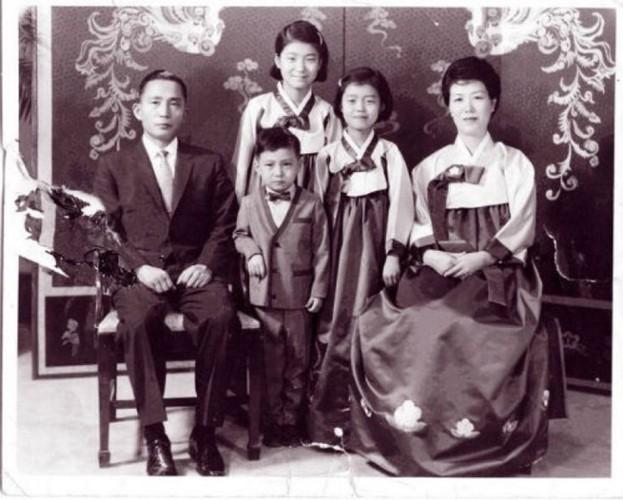 Ông Park Chung-hee vẫn là một trong những nhân vật có di sản gây tranh cãi nhất Hàn Quốc thời hiện đại. Ông được mến mộ vì giúp Hàn Quốc thoát ra khỏi tình trạng đói nghèo song cũng bị lên án vì thẳng tay đàn áp người bất đồng trong 18 năm cầm quyền từ 1961 đến 1979.