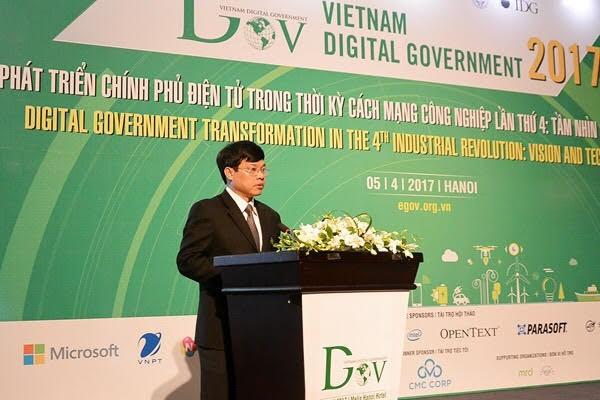 Phó Chủ tịch UBND TP. Hà Nội Ngô Văn Quý trao đổi tại Hội thảo quốc gia về Chính phủ điện tử