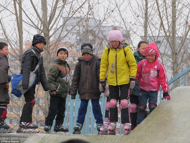 Những hình ảnh hiếm hoi về cuộc sống yên bình của trẻ em Triều Tiên ảnh 9