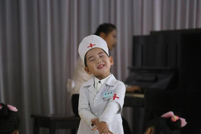 Những hình ảnh hiếm hoi về cuộc sống yên bình của trẻ em Triều Tiên ảnh 1