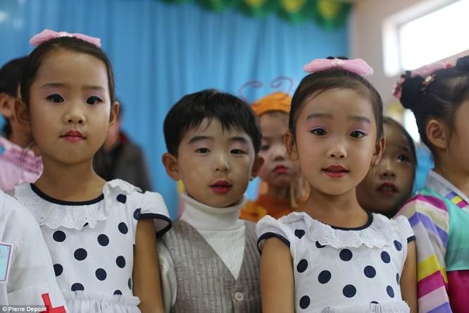 Những hình ảnh hiếm hoi về cuộc sống yên bình của trẻ em Triều Tiên ảnh 23