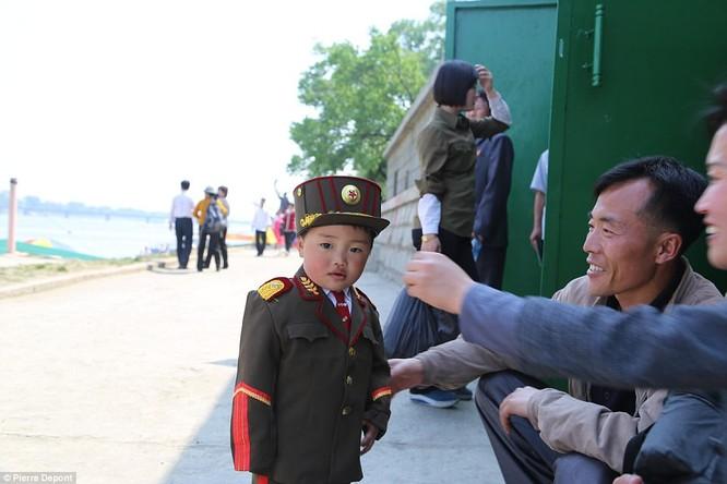 Những hình ảnh hiếm hoi về cuộc sống yên bình của trẻ em Triều Tiên ảnh 2