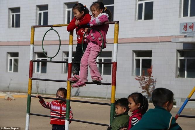 Những hình ảnh hiếm hoi về cuộc sống yên bình của trẻ em Triều Tiên ảnh 19