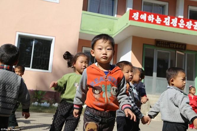 Những hình ảnh hiếm hoi về cuộc sống yên bình của trẻ em Triều Tiên ảnh 22