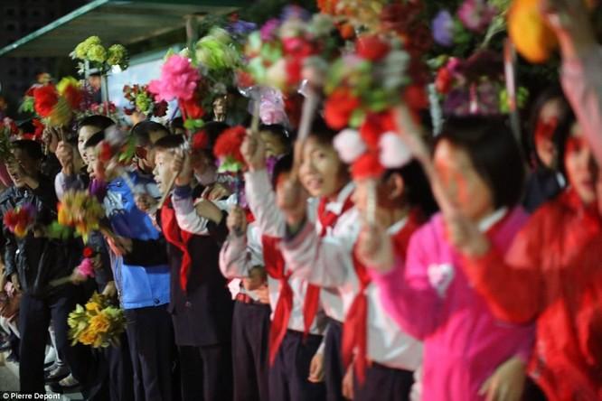 Những hình ảnh hiếm hoi về cuộc sống yên bình của trẻ em Triều Tiên ảnh 10