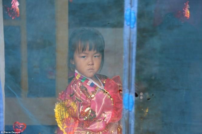Những hình ảnh hiếm hoi về cuộc sống yên bình của trẻ em Triều Tiên ảnh 12