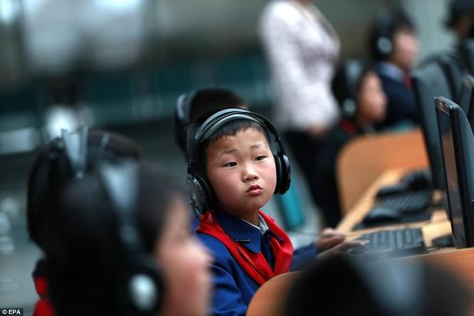 Những hình ảnh hiếm hoi về cuộc sống yên bình của trẻ em Triều Tiên ảnh 14