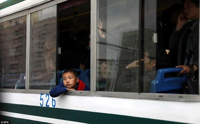 Những hình ảnh hiếm hoi về cuộc sống yên bình của trẻ em Triều Tiên ảnh 15