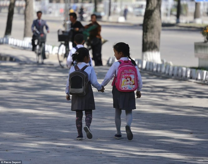 Những hình ảnh hiếm hoi về cuộc sống yên bình của trẻ em Triều Tiên ảnh 17