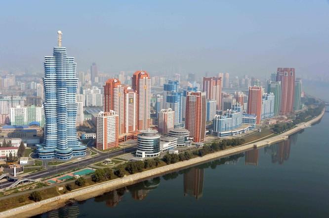 Choáng ngợp trước những công trình hoành tráng của Triều Tiên ảnh 21