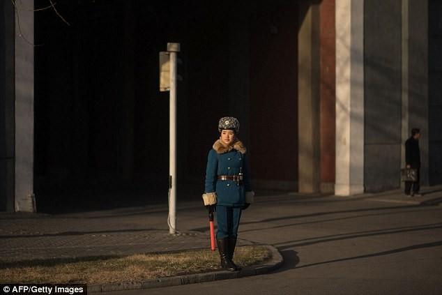 Nữ CSGT Triều Tiên: Xinh đẹp, độc thân và phải về hưu ở tuổi 26 ảnh 5