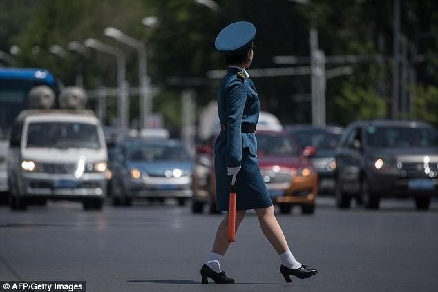 Nữ CSGT Triều Tiên: Xinh đẹp, độc thân và phải về hưu ở tuổi 26 ảnh 7