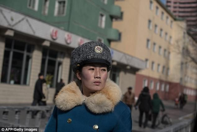 Nữ CSGT Triều Tiên: Xinh đẹp, độc thân và phải về hưu ở tuổi 26 ảnh 8
