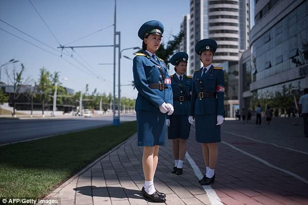 Nữ CSGT Triều Tiên: Xinh đẹp, độc thân và phải về hưu ở tuổi 26 ảnh 21