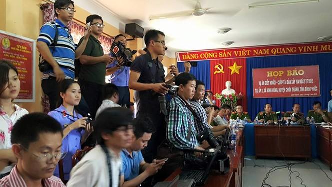 Phóng viên tác nghiệp tại một cuộc họp báo - Ảnh: Độc Lập