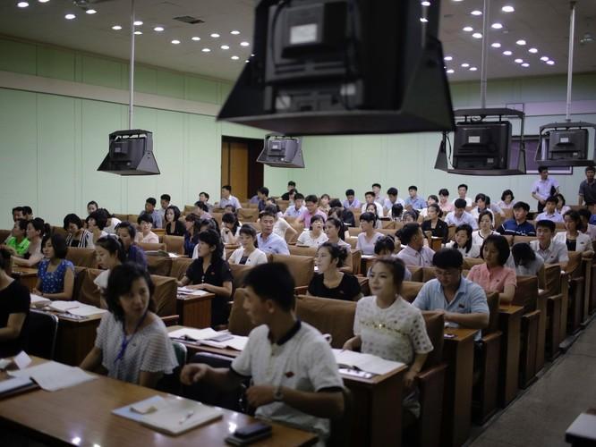 """""""Vén màn"""" cuộc sống đời thường ở Triều Tiên ảnh 7"""