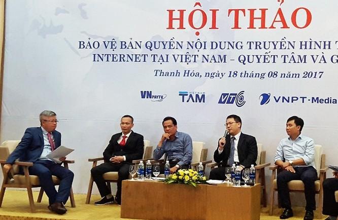 Ông Nguyễn Văn Tấn - Phó Tổng giám đốc VNPT-Media, đơn vị thành viên của VNPT thực hiện phát triển nền tảng Smart Media Platform chia sẻ thông tin tại buổi Hội thảo.