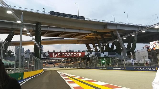 Cận cảnh những cỗ máy bốn bánh nhanh nhất hành tinh tại Singapore Grand Prix ảnh 15
