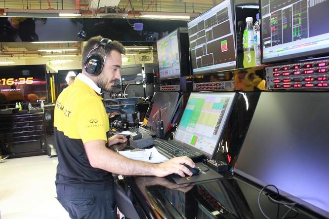 Cận cảnh những cỗ máy bốn bánh nhanh nhất hành tinh tại Singapore Grand Prix ảnh 8