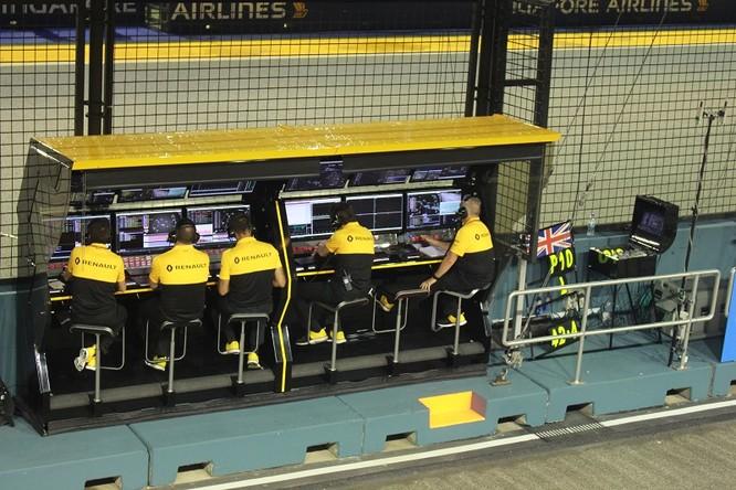 Cận cảnh những cỗ máy bốn bánh nhanh nhất hành tinh tại Singapore Grand Prix ảnh 11