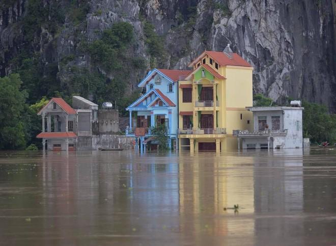 Tại Ninh Bình, nhiều nơi nước ngập trên 2m, toàn bộ đồ đạc tại tầng 1 bị hỏng hoàn toàn.