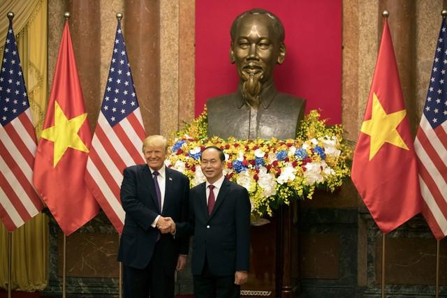 Vào lúc 9h25, Chủ tịch nước Trần Đại Quang và Tổng thống Donald Trump sẽ bắt đầu cuộc hội đàm chính thức. Hai nhà lãnh đạo sẽ ra Tuyên bố chung Việt Nam - Hoa Kỳ. Ảnh: TTO