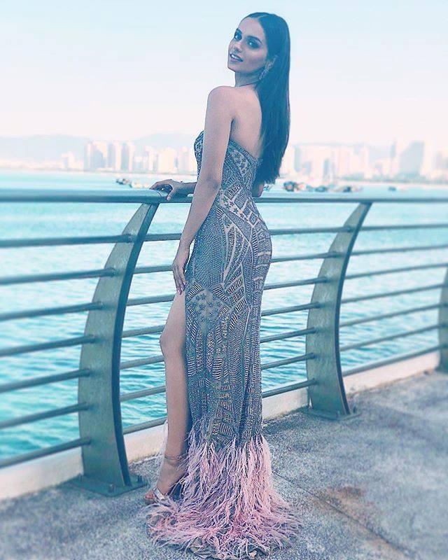 15 bức ảnh biết nói về vẻ đẹp thuần khiết và bí ẩn của Hoa hậu Thế giới ảnh 9