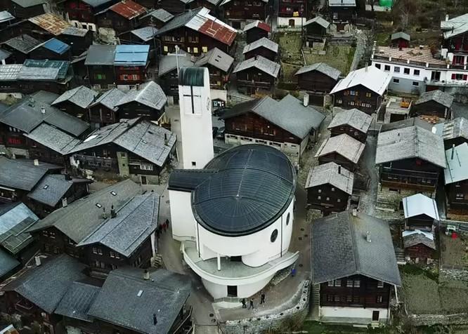 """Video: Cận cảnh ngôi làng """"treo thưởng"""" 1,6 tỷ đồng mời dân cư ảnh 2"""
