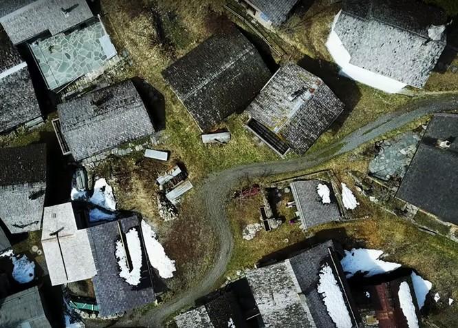 """Video: Cận cảnh ngôi làng """"treo thưởng"""" 1,6 tỷ đồng mời dân cư ảnh 9"""