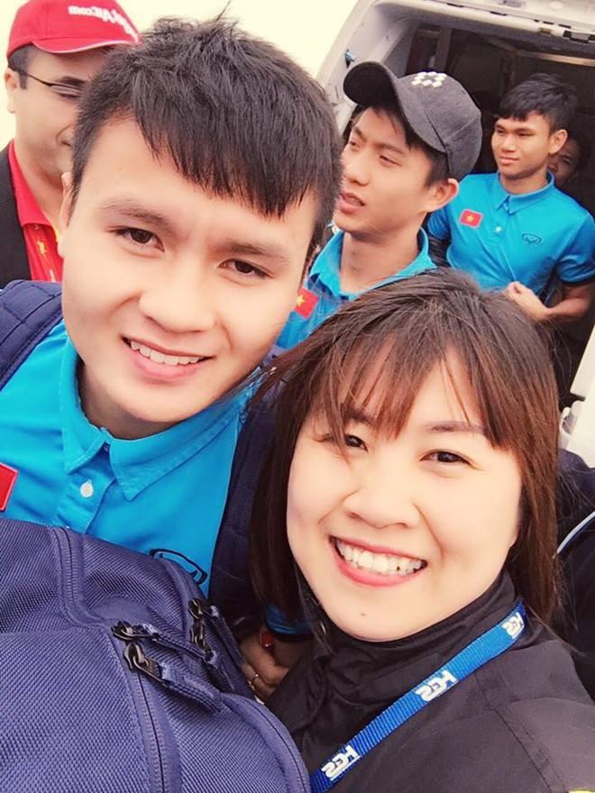 Hàng vạn người đội mưa rét, đứng dọc 30km đón mừng U23 Việt Nam ảnh 36