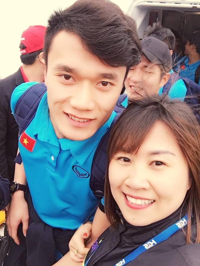 Hàng vạn người đội mưa rét, đứng dọc 30km đón mừng U23 Việt Nam ảnh 37
