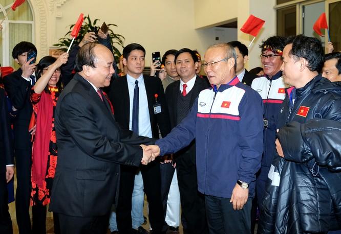 Thủ tướng chờ hơn 5 tiếng đồng hồ, trao huân chương, bằng khen cho U-23 Việt Nam ảnh 5