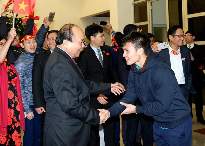 Thủ tướng chờ hơn 5 tiếng đồng hồ, trao huân chương, bằng khen cho U-23 Việt Nam ảnh 6