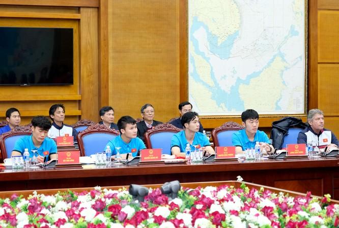 Thủ tướng chờ hơn 5 tiếng đồng hồ, trao huân chương, bằng khen cho U-23 Việt Nam ảnh 1