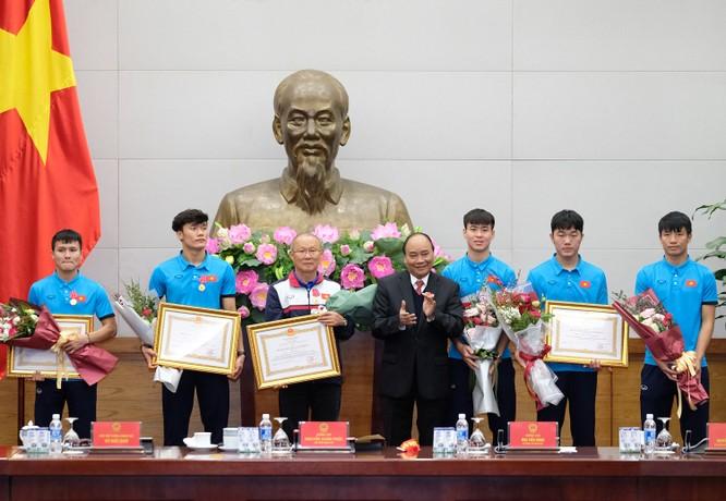 Thủ tướng chờ hơn 5 tiếng đồng hồ, trao huân chương, bằng khen cho U-23 Việt Nam ảnh 3