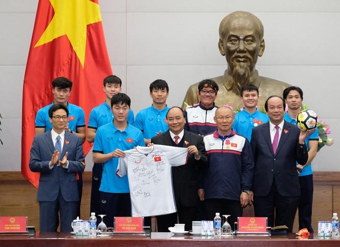 Thủ tướng chờ hơn 5 tiếng đồng hồ, trao huân chương, bằng khen cho U-23 Việt Nam ảnh 4